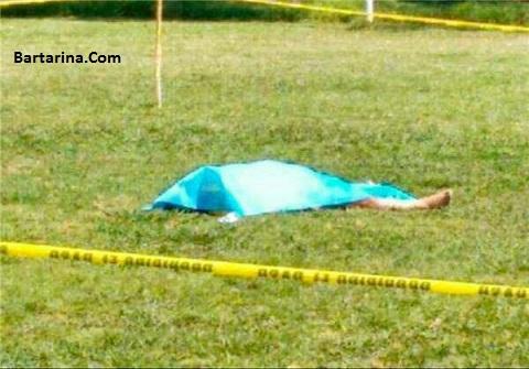 فیلم کشتن داور مکزیکی توسط بازیکن در وسط زمین فوتبال