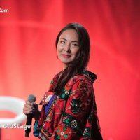 عکس اجرای الهه سرور خواننده افغانی برنامه استیج ۲۰۱۷
