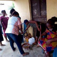 عکس به دنیا آوردن یک بز توسط زن نیجریه ای پس از دو سال بارداری