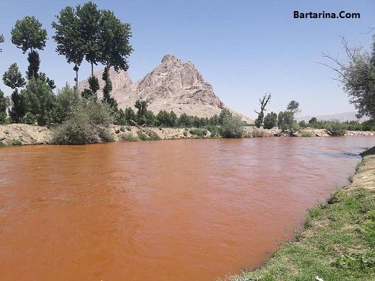 فیلم سرخ شدن آب زاینده رود اصفهان + دلیل قرمز شدن زاینده رود