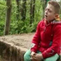 فیلم خوانندگی پوریا آب خشک پسر ۱۴ ساله معلول آستارایی
