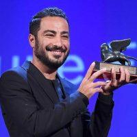 نوید محمدزاده جایزه خود را به زلزله زدگان کرمانشاه اهدا کرد