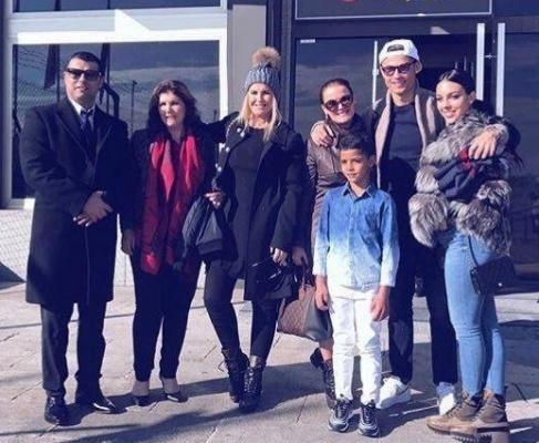 کریستیانو رونالدو به همراه دوست دختر، خواهر و مادرش در فرانسه