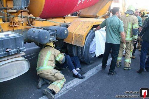 مرگ وحشتناک عابر پیاده زیر چرخ های کامیون